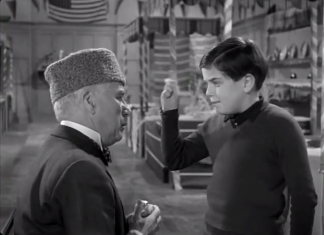 A King in New York - King Shadov (Charlie Chaplin) arguing with young Rupert