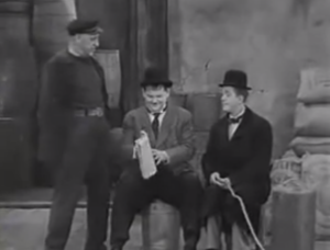 Walter Long, Oliver Hardy, Stan Laurel in The Live Ghost