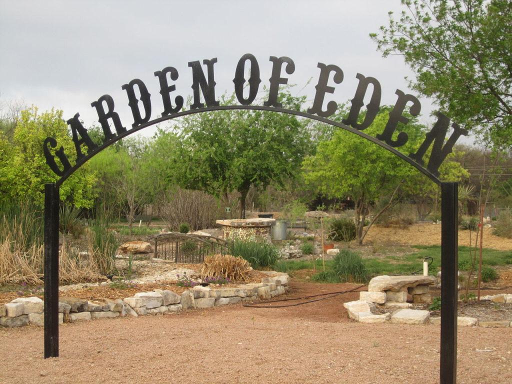 The garden of eden famous clowns for Jardin of eden